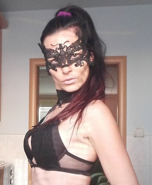 Live Cam Chat With Naughty Amateur Model